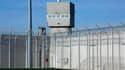 La prison de Bourg-en-Bresse, dans l'Ain. La France a décidé de supprimer l'affectation de gardiens dans les miradors de ses prisons afin de faire des économies de personnel de surveillance, un projet très critiqué par les syndicats. /Photo prise le 4 fév