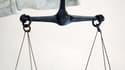 Un homme de 35 ans a été condamné vendredi à neuf ans de prison aux assises de Paris pour avoir transmis en connaissance de cause le virus du Sida à son amie en 2004, un type d'affaire rarement poursuivi au pénal. /Photo d'archives/REUTERS