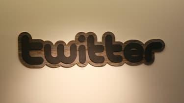 L'accord donne à Google l'accès en temps réel au flux de tweets générés par les quelque 284 millions d'utilisateurs de Twitter, qui seraient ainsi automatiquement indexés par le moteur de recherche.