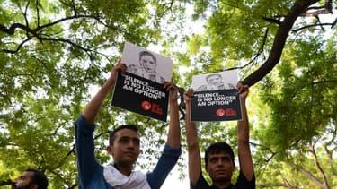 Des manifestants indiens lors d'un rassemblement dénonçant les violences subies par les journalistes