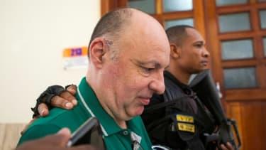 L'expert français en sûreté aéronautique Christophe Naudin, escorté dans un tribunal de Saint-Domingue, le 27 septembre 2016