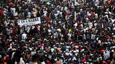 Une personne a été tuée mardi à Dakar lors de nouveaux incidents entre manifestants et forces de sécurité sénégalaise en marge d'un rassemblement de protestation contre la candidature d'Abdoulaye Wade à un troisième mandat présidentiel lors de l'élection