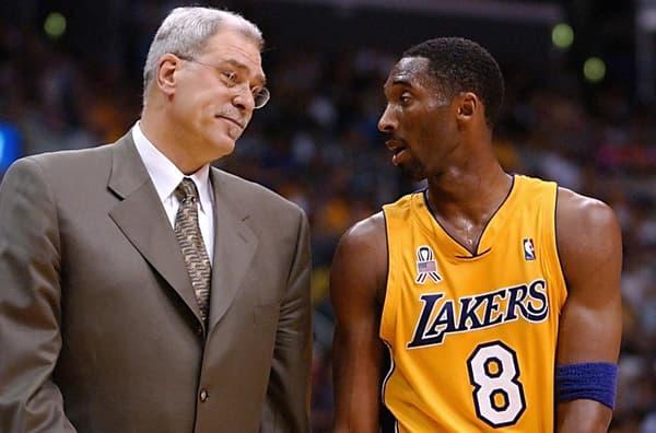 Phil Jackson (à gauche) et Kobe Bryant en 2002
