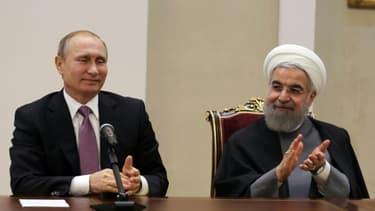 Le président iranien Hassan Rohani (d) et son homologue russe Vladimir Poutine, le 23 novembre 2015 à Téhéran