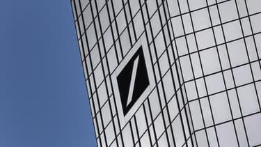 Le DG de Deutsche Bank, lui, a vu ses émoluments bondir de 46%, à 7,4 millions d'euros