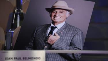 Le portrait de Jean-Paul Belmondo à Roland-Garros, dans la loge à son nom