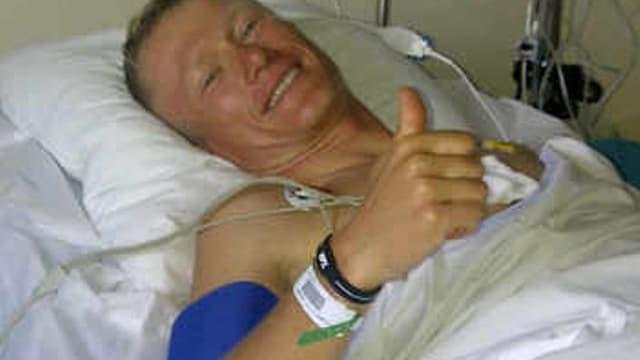 Alexandre Vinokourov souriant après son opération