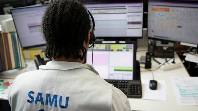 Un opérateur du centre de régulation du Samu 94 à l'hôpital Henri Mondor de Créteil, le 6 mars 2020 (Photo d'illustration)