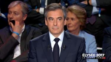 François Fillon s'est dit d'accord pour une nationalisation ponctuelle des chantiers navals de Saint-Nazaire.