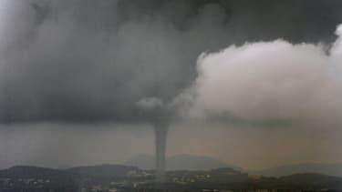 Tornade, ouragan, typhon entrainent  des pertes de 200 milliards de dollars par an.