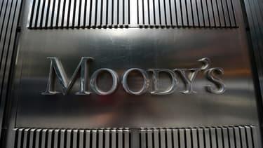 Moody's maintient toutefois la note de la France à Aa2