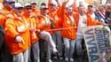 Des salariés de l'usine ArcelorMittal de Florange (Moselle), mobilisés pour obtenir un redémarrage de leurs hauts-fourneaux, sont arrivés à Paris vendredi après huit jours de marche pour réclamer l'appui des candidats à la présidentielle. /Photo prise le
