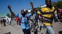 Manifestation contre la force des Nations Unies dans les rues de Port-au-Prince, accusée d'avoir apporté le choléra à Haïti. Selon des organisations humanitaires comme Médecins sans frontières (MSF) et l'agence onusienne OCHA, la réponse internationale à
