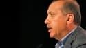 """La nette victoire du """"oui"""" au référendum sur une série d'amendements à la constitution place l'AKP, le parti du Premier ministre Recep Tayyip Erdogan (photo), en position idéale pour obtenir un troisième mandat lors des prochaines législatives. /Photo pri"""