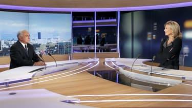 Claire Chazal en interview avec Dominique Strauss-Kahn sur le plateau du JT de TF1
