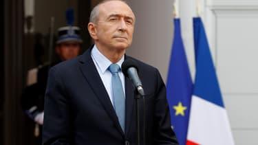 """Gérard Collomb a condamné """"l'attaque"""" d'un camion de télévision."""