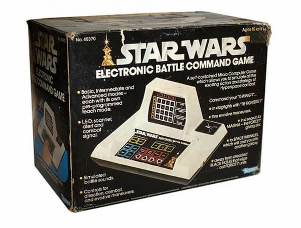 Le premier jeu vidéo Star Wars, une petite console de jeux électronique.