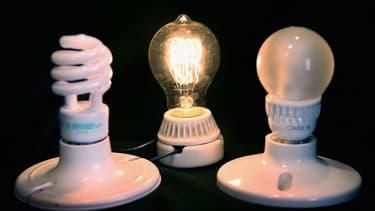 On voit fleurir des lampes en tout genre qui ne se contentent plus de vous donner de la lumière.