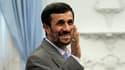 Le président iranien Mahmoud Ahmadinejad a échappé à un attentat qui visait son convoi en Iran. Le chef de l'Etat iranien est sorti indemne de l'attaque, qui a fait plusieurs blessés. /Photo d'archives/REUTERS/Raheb Homavandi