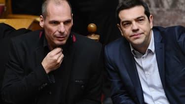 Yanis Varoufakis, ministre des Finances (à gauche), et Alexis Tsipras, premier ministre, veulent notamment lutter contre la corruption.