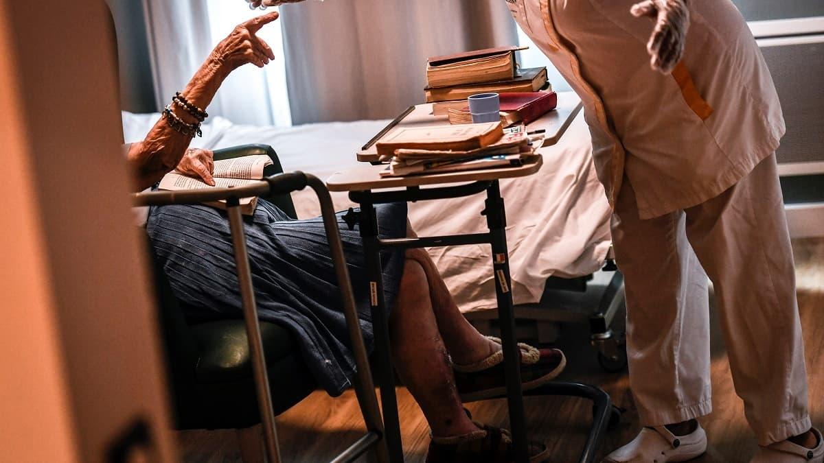 L Aide Soignant Filme En Train De Frapper Une Femme De 98 Ans En Ehpad Condamne A 5 Ans De Prison