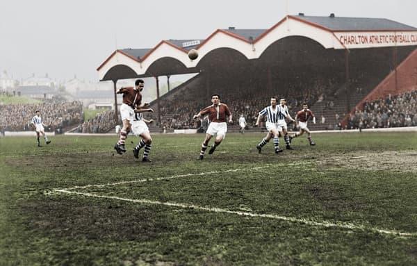 Une image du match historique Charlton-Huddersfield en décembre 1957