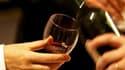 Marché en forte expansion, la Chine a fait exploser les prix des vins de Bordeaux en primeur millésimés 2009, loin devant le millésime 2005 qui avait pourtant déjà placé la barre très haut. /Photo d'archives/REUTERS/Régis Duvignau