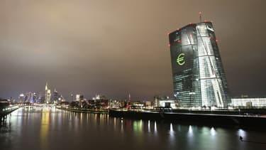 La BCE semble commencer à réfléchir à un arrêt progressif de ses dispositifs de soutien au marché, pour normaliser les conditions de financement de l'économie.