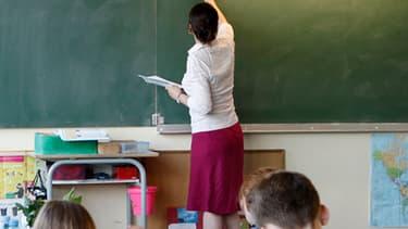 Propositions 38 du candidat Hollande : créer 60 postes d'enseignants