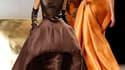 """Modèle de la collection haute couture printemps-été imaginée par Stéphane Rolland. Le créateur français a souhaité présenter au théâtre national de Chaillot """"une collection très positive, énergique et sensuelle avec des tonalités très épicées et chaleureu"""