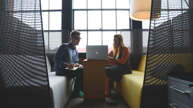 Endosser les responsabilités d'un collègue en vacances peut être bénéfique aux deux parties