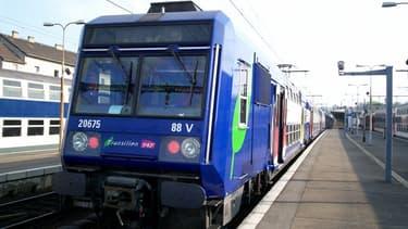 Le RER D à l'arrêt en gare de Corbeil-Essonnes (photo d'illustration)