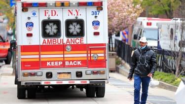 Une ambulance à New York, aux Etats-Unis, le 23 avril 2020.