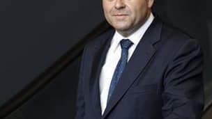 Le secrétaire général de l'UMP, Xavier Bertrand, a été élu maire de Saint-Quentin (Aisne) lundi après la démission pour raisons de santé du maire sortant Pierre André, a-t-on appris auprès des instances départementales du parti présidentiel. /Photo prise