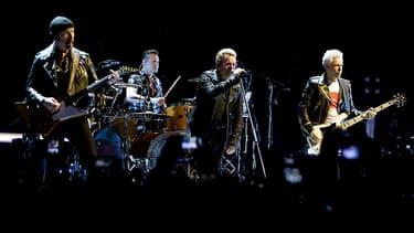 """U2 en concert à Amsterdam dans le cadre de la tournée """"Innocence + Experience""""."""