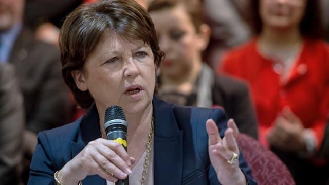 Martine Aubry en meeting de préparation des élections régionales.