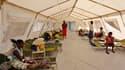 Un dispensaire de la Croix-Rouge pour les victimes du choléra à Haïti, où une épidémie s'est déclarée en octobre. Selon des scientifiques, cette maladie a connu des mutations importantes ces dernières années, ce qui la rend nettement plus virulente. /Phot