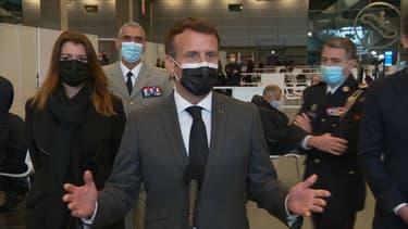 Emmanuel Macron à l'inauguration du premier vaccinodrome parisien, le 6 mai 2021.
