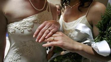 Les premiers mariages pourront être célébrés mi-juin, mais les couples devront trouver les élus qui acceptent de le faire.