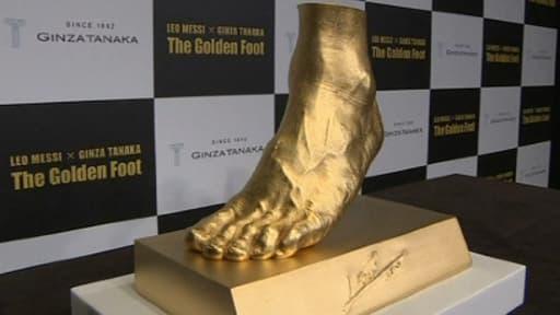 Une reproduction en or, du pied du Ballon d'or Lionel Messi, va être mise en vente cette semaine par un joaillier japonais.
