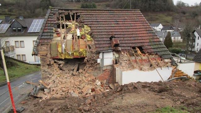 Photo de la maison éventrée