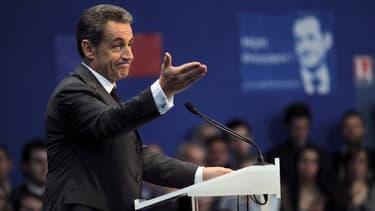 """Nicolas Sarkozy, le président de l'UMP, propose une politique économique """"radicalement"""" différente de François Hollande."""