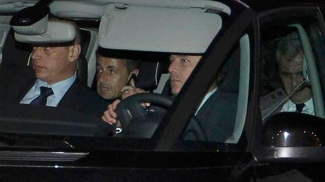 Nicolas Sarkozy à sa sortie d'interrogatoire jeudi, à Bordeaux. L'ancien président peut envisager un retour en politique après l'issue favorable d'un interrogatoire-fleuve de 12 heures par trois juges de Bordeaux, qui lui ont épargné une mise en examen. /