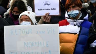 Des professionnels de la montagne manifestent pour la réouverture des stations de ski le 4 décembre 2020 à Bagnères-de-Luchon (Haute-Garonne)
