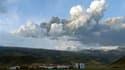 Selon des experts, le volcan Eyjafjallajokull dont l'éruption en Islande perturbe le trafic aérien dans le nord de l'Europe, continue de cracher des cendres avec plus ou moins la même d'intensité qu'auparavant. /Photo prise le 14 avril 2010/REUTERS/Olafur
