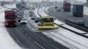 La neige, tombée ces dernières 24 heures, recouvrait mercredi matin un tiers de la France. Bouchons, routes difficiles, trains en retard...