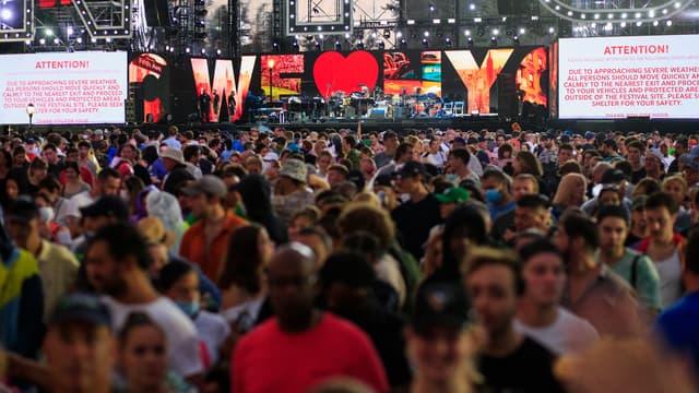 Un message sur la scène d'un concert se déroulant à New York le 21 août 2021
