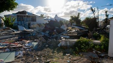 Une photo prise à Nettle Bay, sur l'île de Saint-Martin, le 28 février 2018, montre des stigmates de l'ouragan Irma.