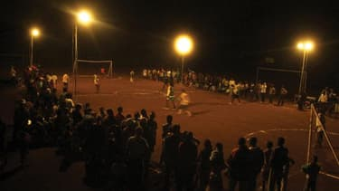 Philips a lancé une solution d'éclairage LED solaire pour terrains de football. Le groupe mise sur les lampes solaire led pour favoriser le développement économique des pays les plus pauvres.