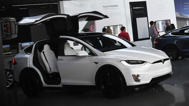 Tesla est visé par une plainte mettant en cause son Autopilot, dans l'accident mortel du 23 mars 2018, en Californie. Le propriétaire d'un Model X est décédé alors que ce dernier s'est crashé à pleine vitesse dans un séparateur central sur autoroute, Autopilot enclenché.